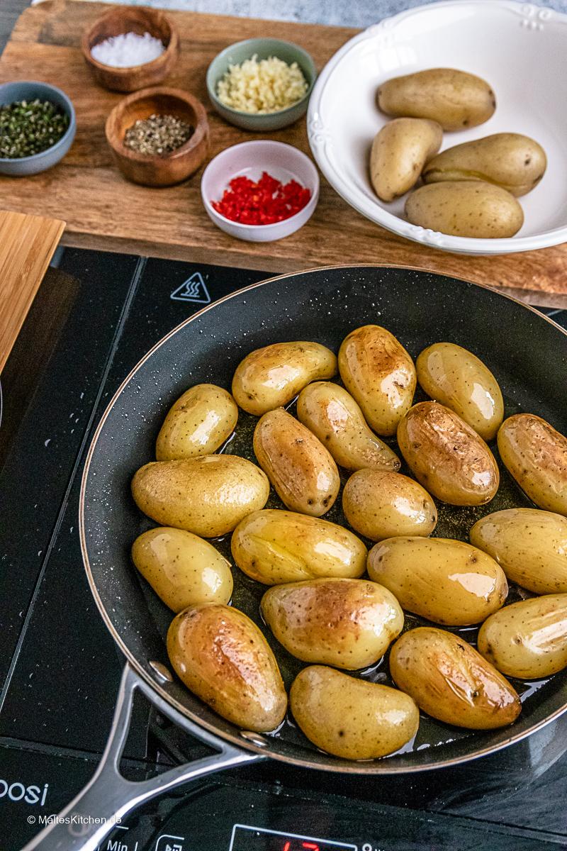 Kartoffeln aus der Pfanne.
