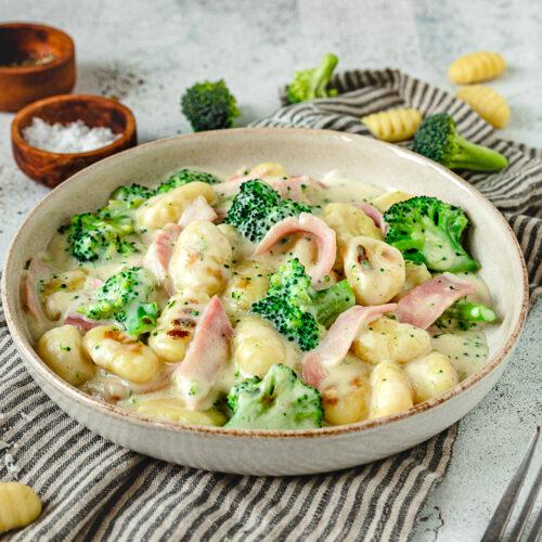 Rezept Gnocchi mit Bokolli und Schinken in Käsesauce