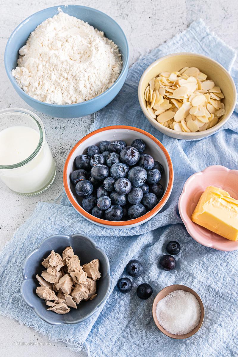 Zutaten für den Blaubeer Butterkuchen.