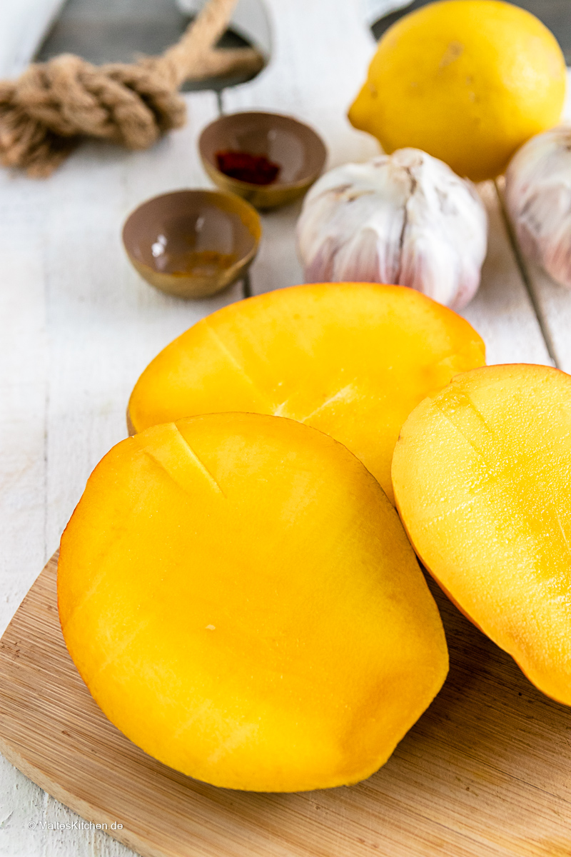 Meine Currysauce koche ich heute mit Mango.