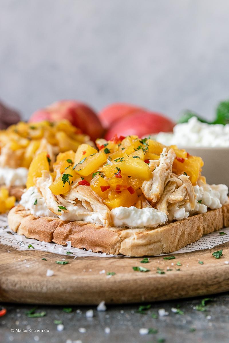 Ein grandioses Sandwich mit Hähnchen, Hüttenkäse und Apfel-Chutney.