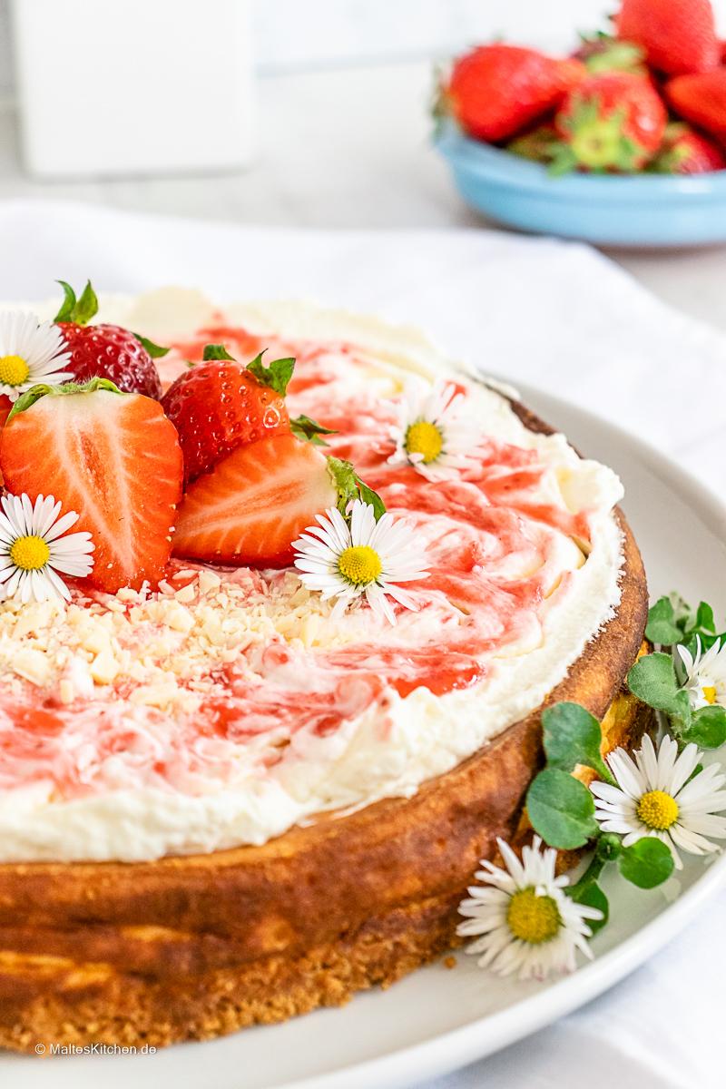 Käsekuchen mit Erdbeer-Sahne