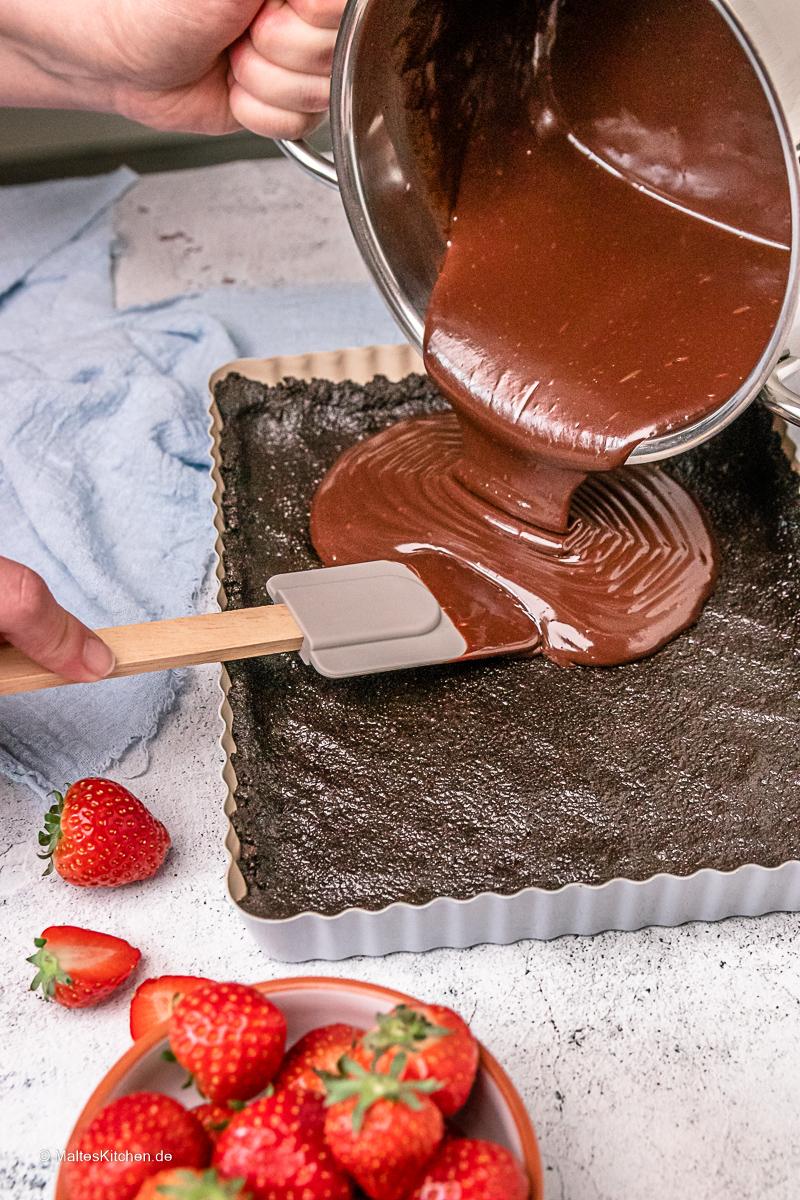 Leckere Schokoladen-Tarte mit Pistazien.
