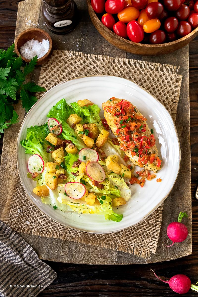 Leckerer Eifeler Kartoffelsalat mit Hähnchenbrust und Paprikagemüse,
