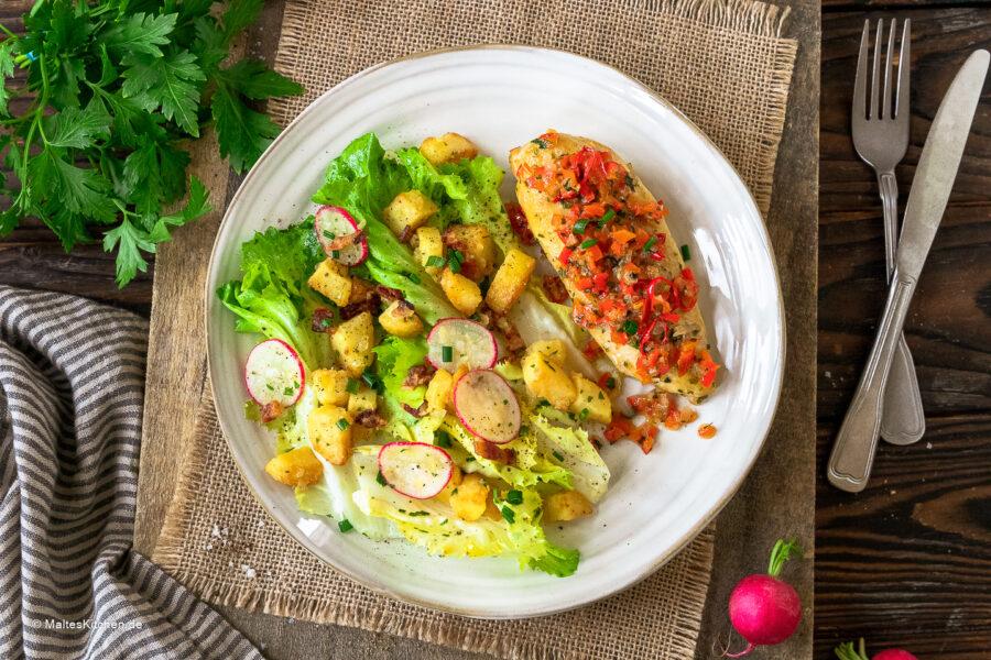 Rezept Eifeler Kartoffelslat mit Hähnchenbrust und Paprikagemüse