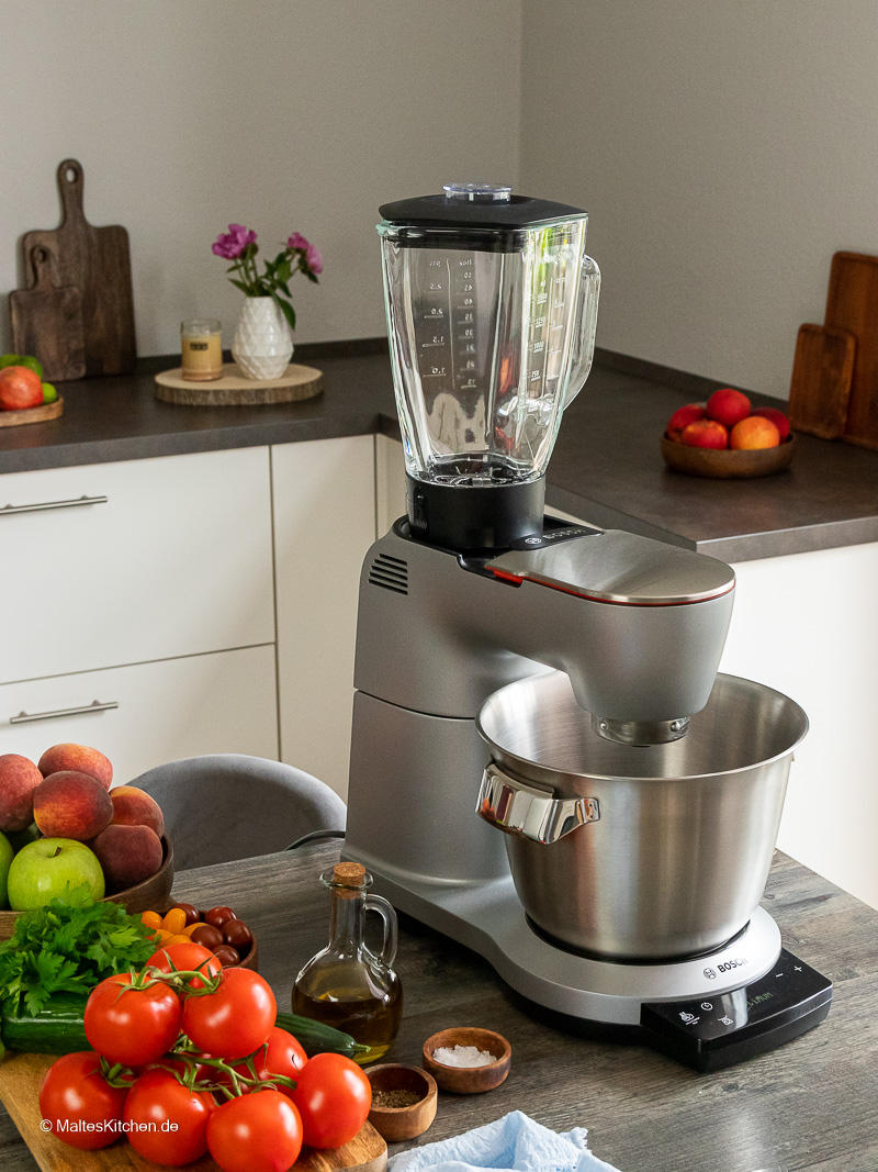Meine Bosch OptiMUM Küchennmaschine mit Glasmixbehälter.
