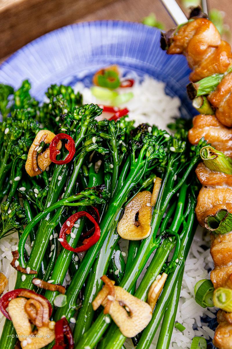 Yakitori Hähnchenspieße mit gegrilltem  Bimi® Brokkoli.