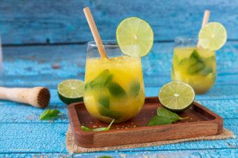 Rezept für einen super leckeren Sommerdrink mit Orangensaft, Limetten und Basilikum.