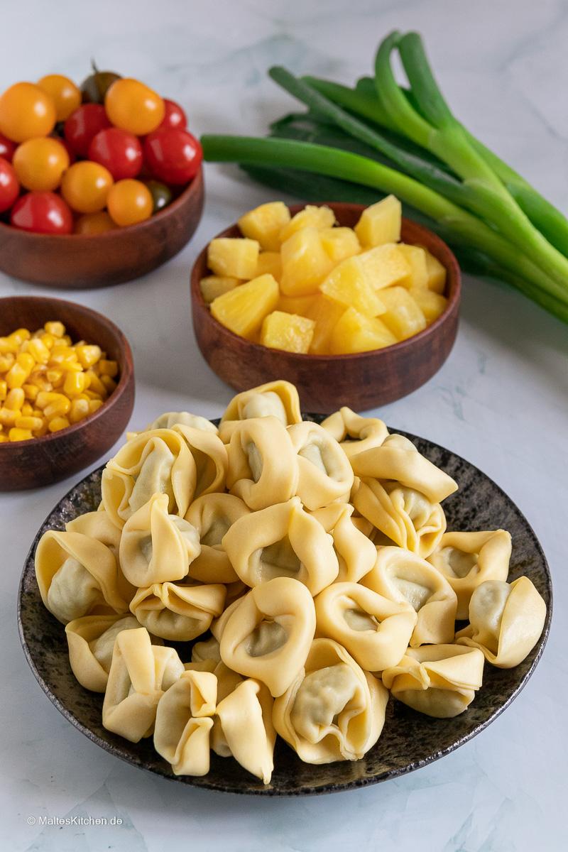 Zutaten für den Tortellinisalat.