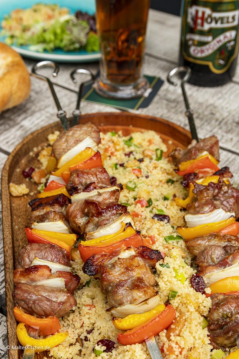 Saftige und leckere Schweinefleischspieße vom Grill.