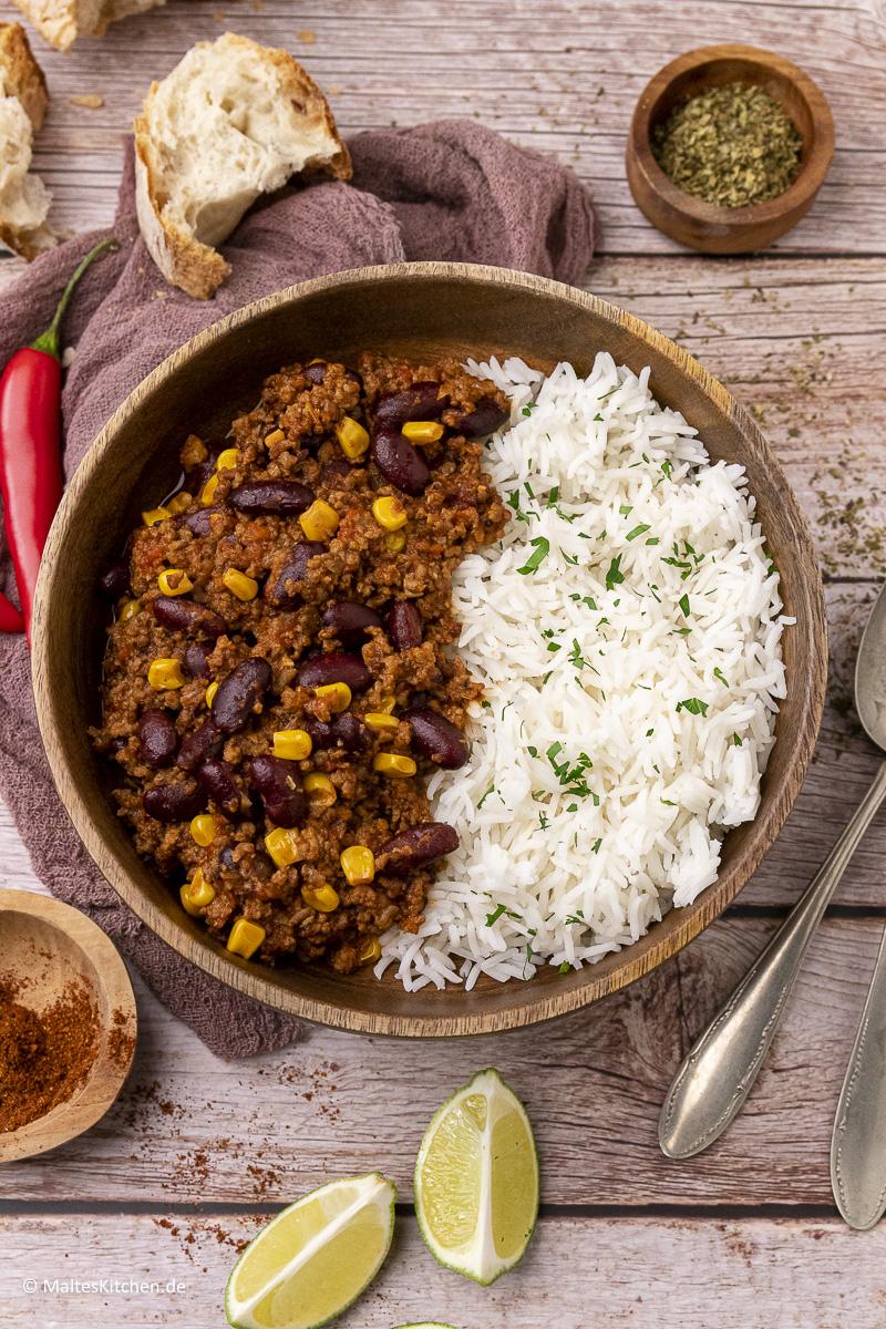 Leckeres Chili con Carne mit Hackfleisch, Kitneybohnen und Mais.