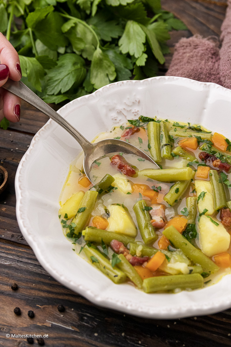 Schnibbelbohnensuppe für den Herbst .