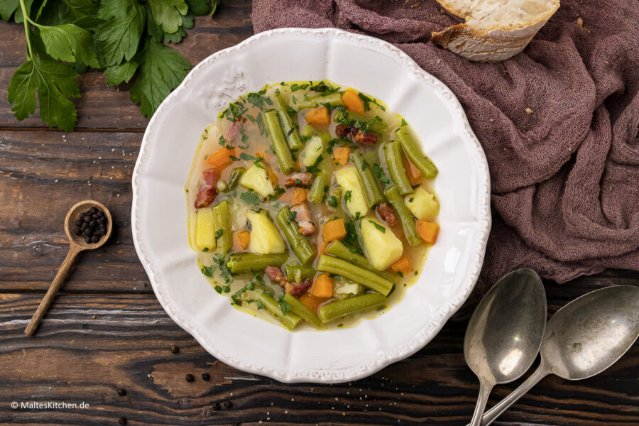 Rezept für eine leckere Schnibbelbohnensuppe